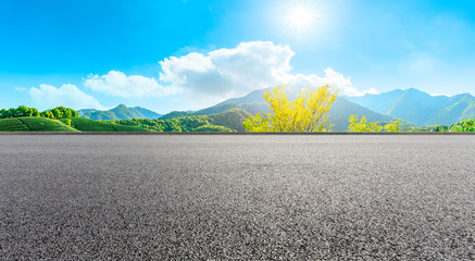 Foto auf Leinwand Dunkelgrau Asphalt road and green tea mountain nature landscape on sunny day,panoramic view.
