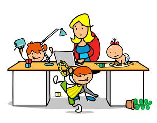 Frau im Home Office mit Kindern am Schreibtisch