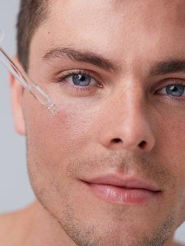 Man skincare serum