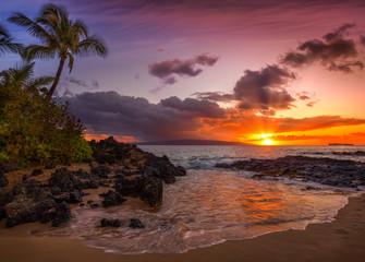 Wall Mural - Beautiful Sunset on a Hawaiin beach