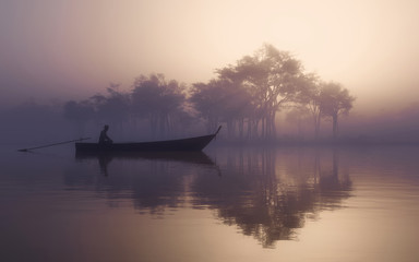 Photo sur Aluminium Aubergine Lake misty fog
