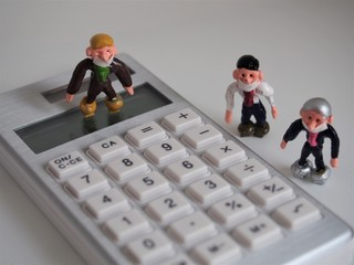 Businessman wearing a mask (calculator)② Landscape photo of miniature figurine.