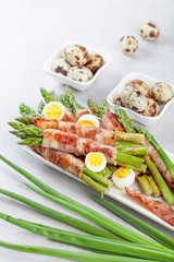Fototapete - Asparagus with bacon.