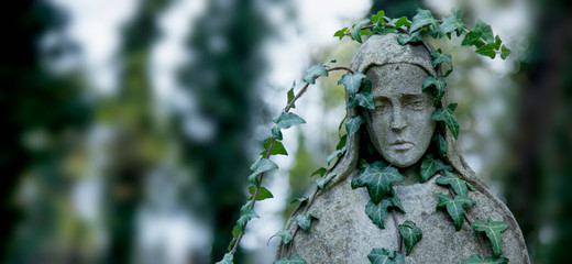 Fototapete - Ancient stone statue of woman in ivy as symbol of depression, pain and sorrow