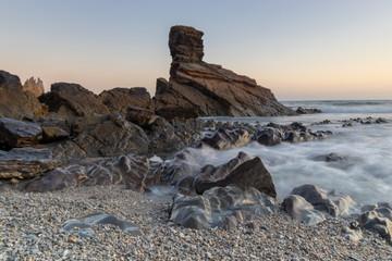 Amanecer en la playa de Portizuelo, Asturias.