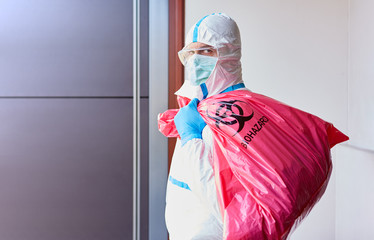 Dispose of infectious waste in the clinic with protective clothing