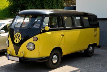 VW Bulli im Sonnenschein