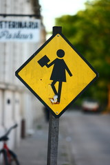 streetsign warning drivers to be aware of children going to school