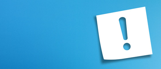 Fototapeta Note paper with exclamation mark on panoramic blue background obraz