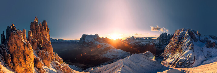 Spoed Fotobehang Ochtendgloren Panorama with amazing sunrise in south tyrol