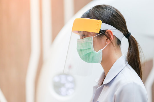 Medical staff wearing face shield and medical mask for protect coronavirus covid-19 virus in hospital, protective Epidemic virus outbreak concept
