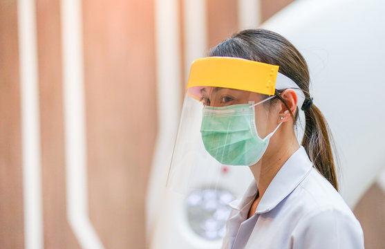 Medical staff wearing face shield, medical mask and medical grove for protect coronavirus covid-19 virus in hospital, protective Epidemic virus outbreak concept