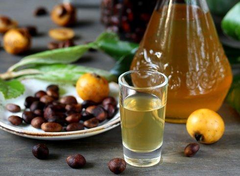 Liqueur nespolino. Loquat seed liquor. tincture alcoholic on bones loquat . Amaretto with almond flavor. recipe for medlar. alcoholic beverage from the  loquat. tincture on seed loquat.