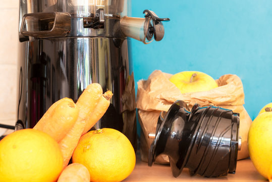 juice extractor for a good breakfast centrifuge
