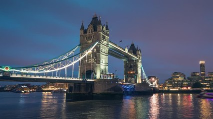 Fototapete - time lapse, Tower Bridge in London in sunset time