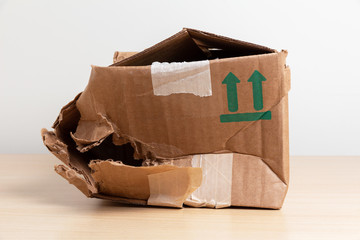 Obraz damaged crumpled postal cardboard box - fototapety do salonu