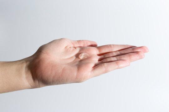 lavar manos con gel hidroalcohólico para desinfectar