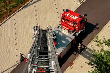 Drehleiter der Feuerwehr im Einsatz