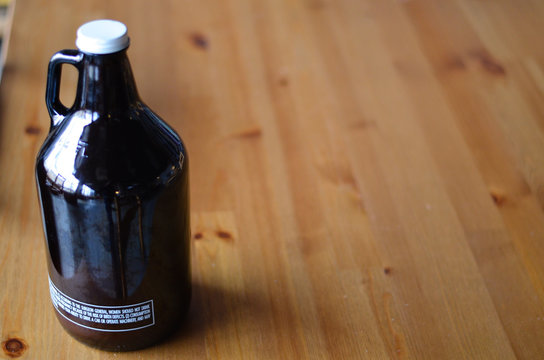 growler with wooden background
