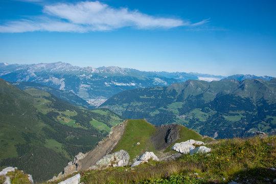Bergpanorama vom Weisshorngipfel in Arosa im Kanton Graubünden / Schweiz
