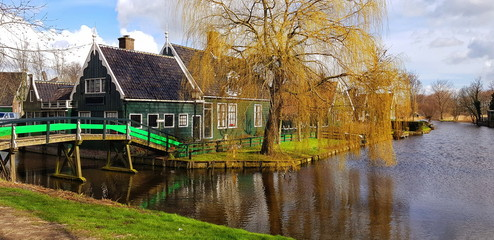 Fotomurales - Houses on the river. Travel in Netherlands