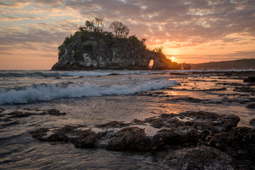 Fototapete - Sunset on Crystal Bay, Nusa Penida, Indonesia