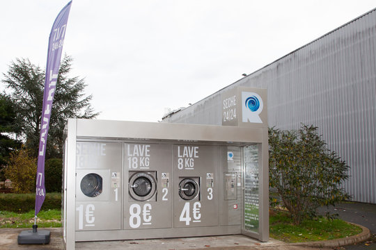 Revolution Professional Self-service washing machines in parking outdoor logo sign  machine store Laundry shop