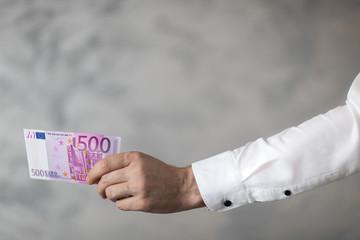Fototapeta 500 euro w dłoni