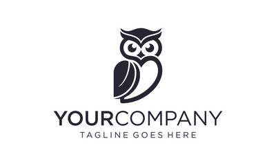 Foto op Plexiglas Uilen cartoon Simple and creative owl logo design vector