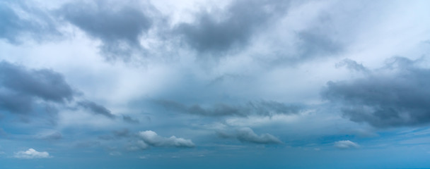 Overcast sky with dark cloud in windy day. Fotobehang