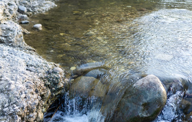 Spoed Fotobehang Bos rivier The course of a clean mountain river, over stones