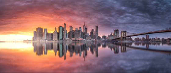 Photo sur Toile New York New york skyline reflection on the Hudson river at Brooklyn bridge at sunset