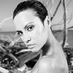 Papiers peints womenART Beautiful woman on beach