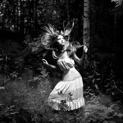Papiers peints womenART Girl in fairy forest