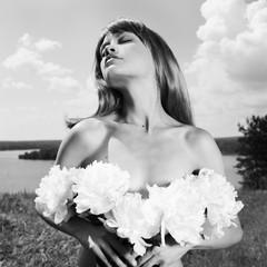 Papiers peints womenART Nude elegant lady with Peonies
