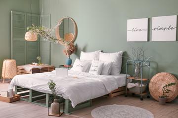 Interior of beautiful modern bedroom with spring flowers Papier Peint