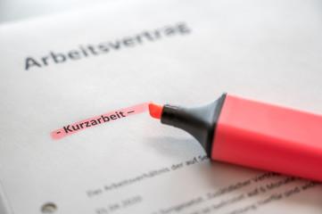 Vereinbarung von Kurzarbeit mit Arbeitsvertrag in deutscher Sprache