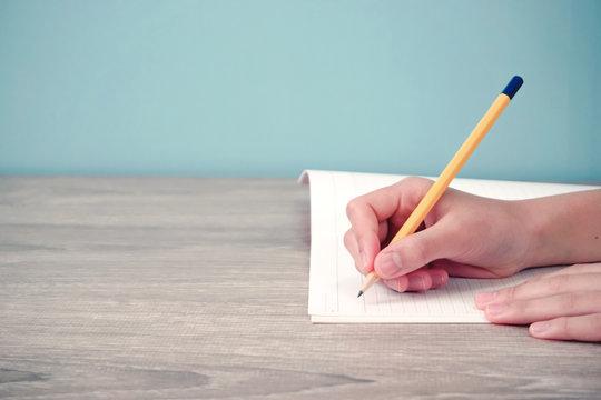 Person writing something in notebook. Class, study, household budget, memo, business, learning, etc. ノートに何かを書いている人 授業、勉強、家計、メモ、ビジネス、学習など