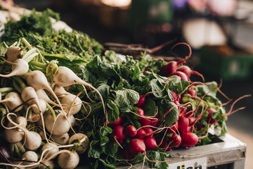 Fresh radishes at the market Fotobehang
