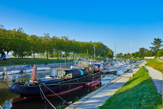 Image of the waterways outside Redon, Brittany France