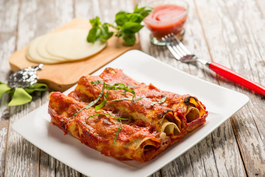 eggplant cannelloni with tomato sauce