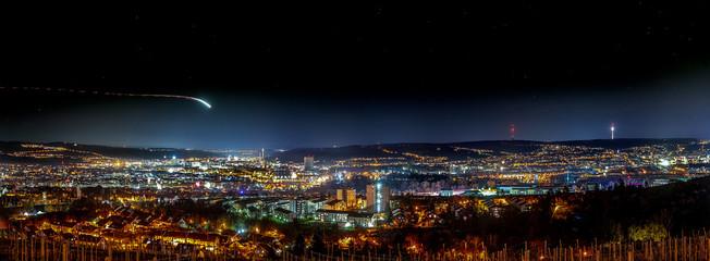 Foto auf AluDibond Blaue Nacht Stuttgart Nacht Panorama, Fernsehturm, Talblick,lichtschweif