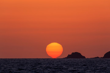 Fototapeten Ziegel 志賀島の夕日