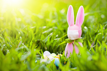 Tuinposter Europa Easter bunny in face mask during virus outbreak
