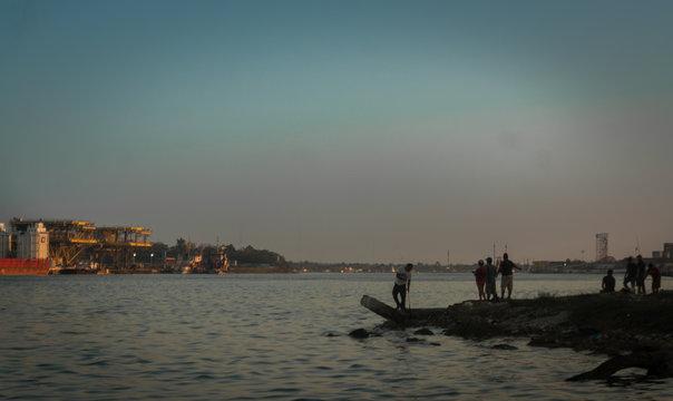 botes de pesca en el rio bajo un puente fishing boats on the river under a bridge