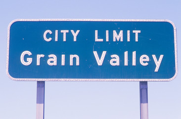 Wall Mural - A sign that reads Òcity limit grain valleyÓ