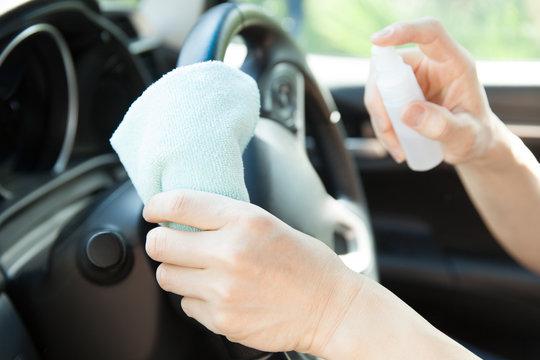 自動車のハンドルを除菌