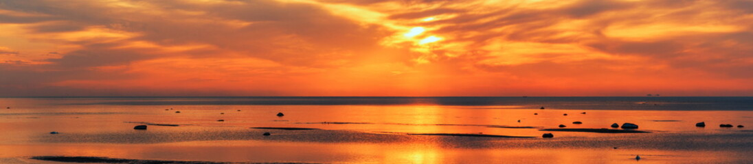 Foto auf Leinwand Rotglühen Baltic sea - early morning sunrise over the sea.