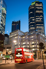 Fototapete - Red Bus in City of London