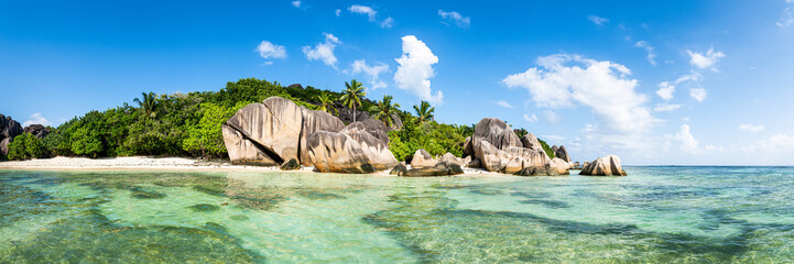 Panoramic view of Anse Source d'Argent beach in the Seychelles Fotobehang